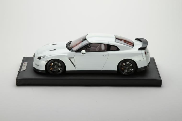 1/18 日産 GT-R R35 エゴイスト アルテメイトオパールホワイト