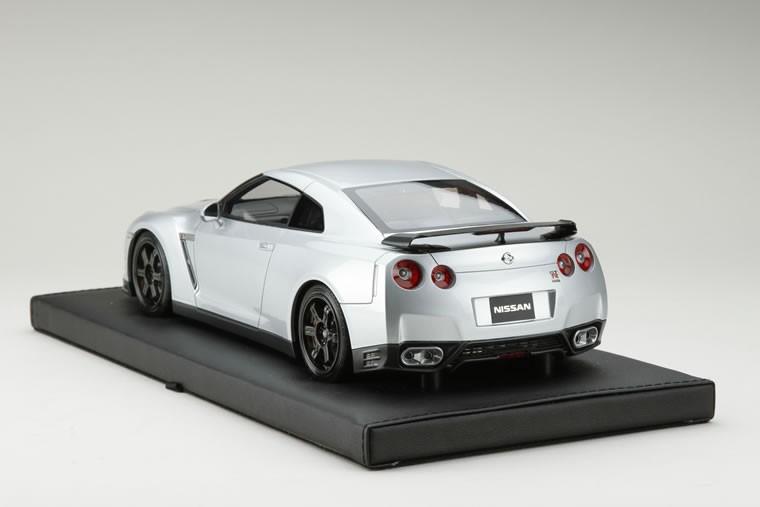 1/18 日産 GT-R R35 エゴイスト アルティメイトメタルシルバー